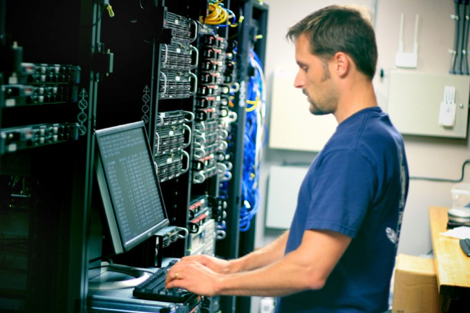 the difference in responsibilities between computer programmers and network administrators List of information technology (it) job titles browse through this list of information technology job titles to see network and computer systems administrator.
