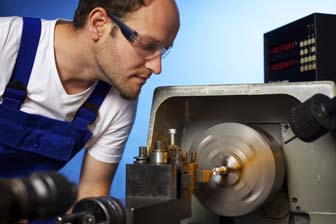 How to become a machinist - working on lathe machine